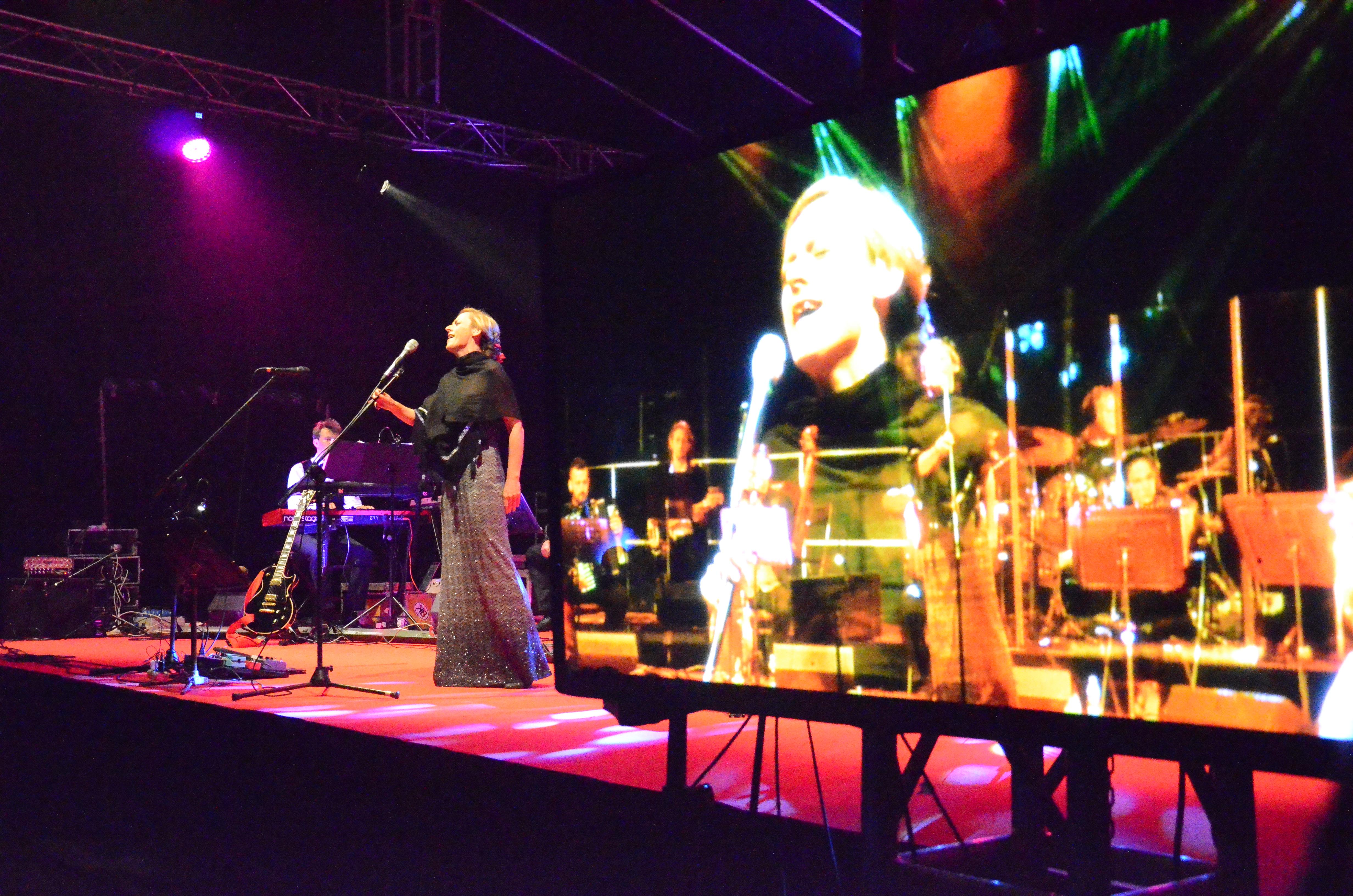 """Ola Turkiewicz. Koncert Niepodległości """"Westerplatte'. Gdańsk-Westerplatte 1.09.2016. Fot. Dorota Smolarek"""
