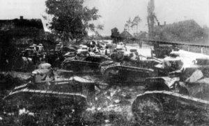 Polskie czołgi Renault 17 FT z 1 Pułku Pancernego przed bitwą pod Dyneburgiem w styczniu 1920 r.